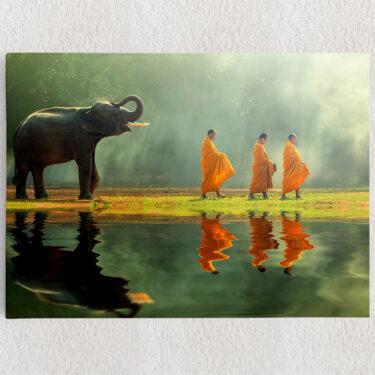 Personalisiertes Leinwandbild Mönche mit Elefant