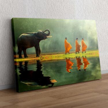 Mönche mit Elefant