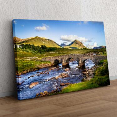 Natursteinbrücke in Schottland